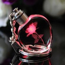 Souvenir cadeau porte-clés coeur de pêche cristal porte-clés Couples cadeaux de fête coloré clignotant Led lumières Chaveiros Llavero