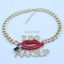 Lettre initiale de mode je fais le collier de pendentifs en cristal de Bling de bâton de lèvre de maquillage