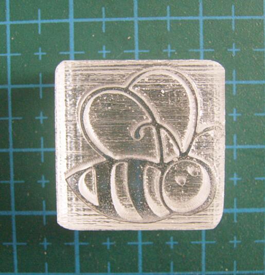 Nuevo lindo con diseño de abeja resina jabón sello molde capítulo patrón 100% natural sello hecho a mano 2cm acrílico Mini bricolaje jabón capítulo de sellos