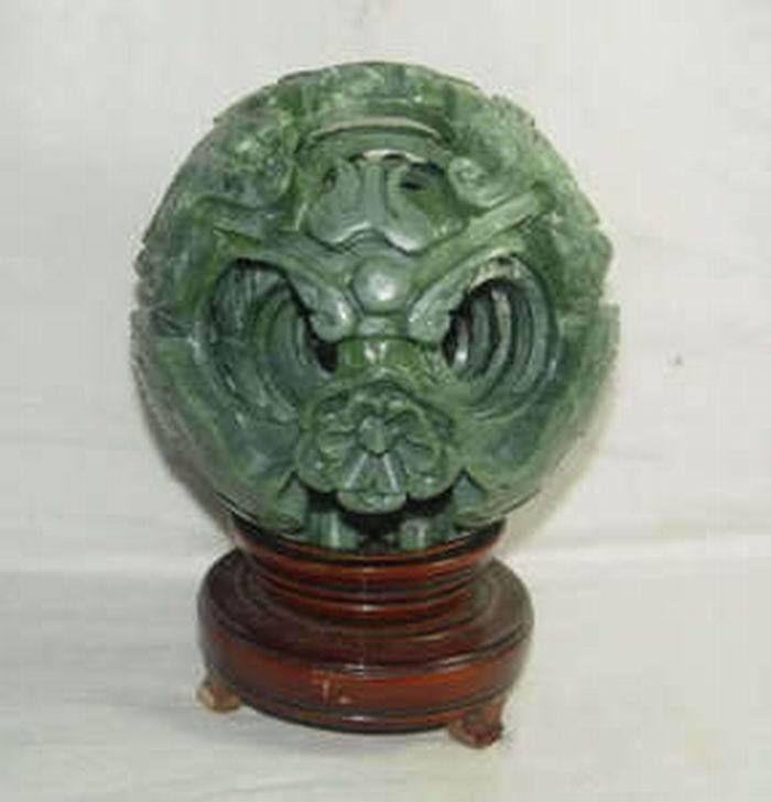 Китайский зеленый нефрит с резьбой fengshui, магический Драконий шар с деревянной базой, изысканный шар из нефрита