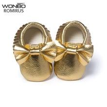 Mocassins à pompon souple bébé   Nouveau style, chaussons pour filles, chaussures de bébé design mocassin, chaussures de nouveau-né couleur or