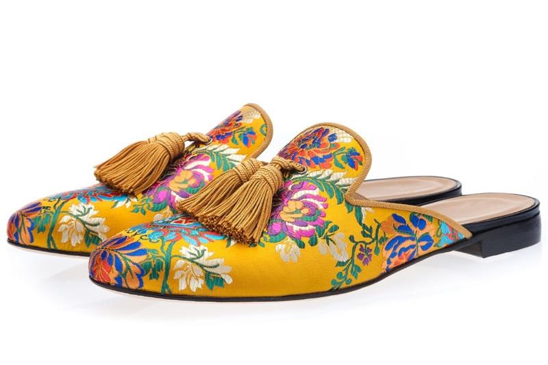 حذاء موكاسين من الحرير الأصفر للرجال ، حذاء كاجوال فاخر مع شرابات مطرزة بالزهور ، ألوان مختلطة ، بدون أربطة ، عصري ، مجموعة جديدة