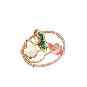 Beautiful Fresh Pearl Lotus Flower Brosche Mujer Christmas Gift Peal Vintage Badge Copper Metal Pins Broszka Broche Bijou Spilla