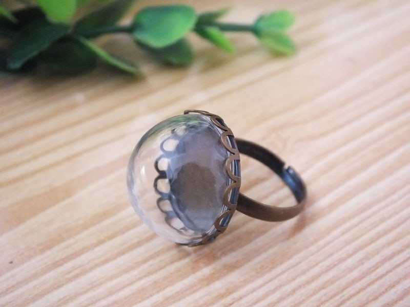 10 juegos de anillos pequeños de medio globo de vidrio redondo vienen con base de anillo de bronce antiguo con base de anillo de flor de 20mm