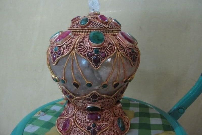 Hervidor de agua de rubí con incrustaciones de plata pura de Nepal