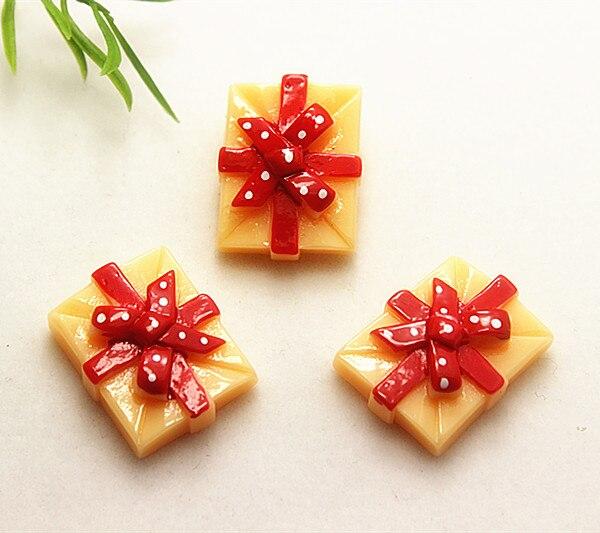 10 Uds., bonita caja de regalo de Navidad de resina, cabujones planos para decoración de manualidad casera de Año Nuevo, 21*27mm (SD1033)
