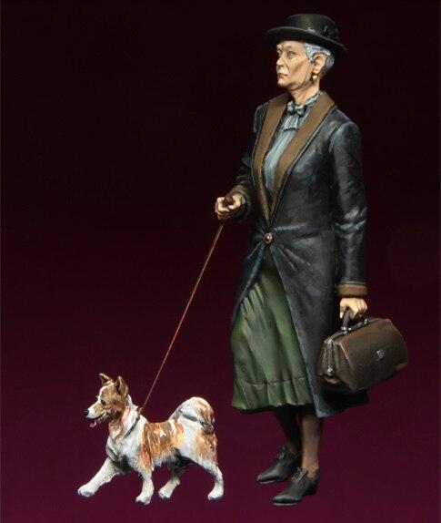 Фигурки из смолы, модель 1/35, для пожилых женщин, с собачкой, в разобранном виде