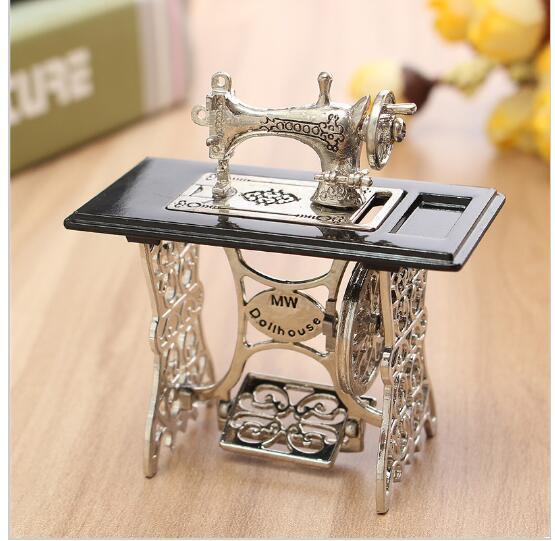 Máquina de coser en miniatura de juguete Vintage, muebles de juguete, regalos para decoración del hogar 1/12, accesorios Retro para niños