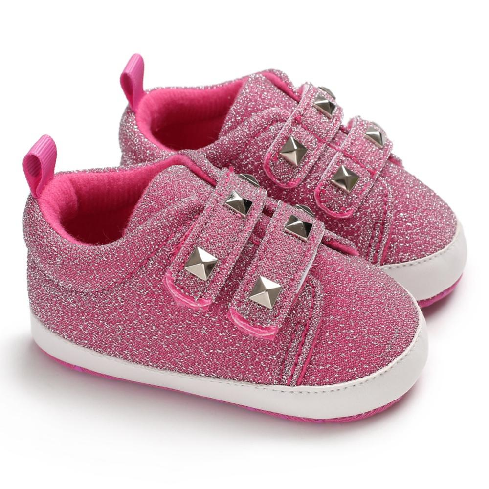 Verano bebé niña niño transpirable antideslizante remache diseño Zapatos Zapatillas de deporte Niño suave primeros caminantes 0-18 M