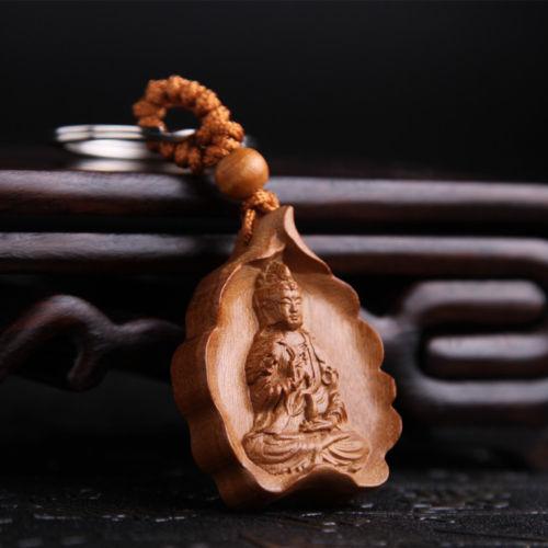 Escultura de madera tallada en hoja Kwan Guan Yin, colgante chino, llavero con anilla para llaves