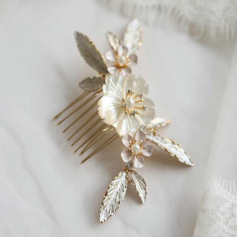 Accesorios para el cabello de boda de alta calidad, diadema de perlas de concha Natural, peineta de flor dorada