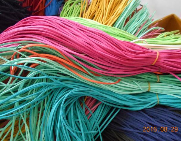 Mixed farbe schwarz weiß braun 2,5mm Flach Faux Wildleder Koreanische Samt Lederband string Seil Gewinde Spitze Findin