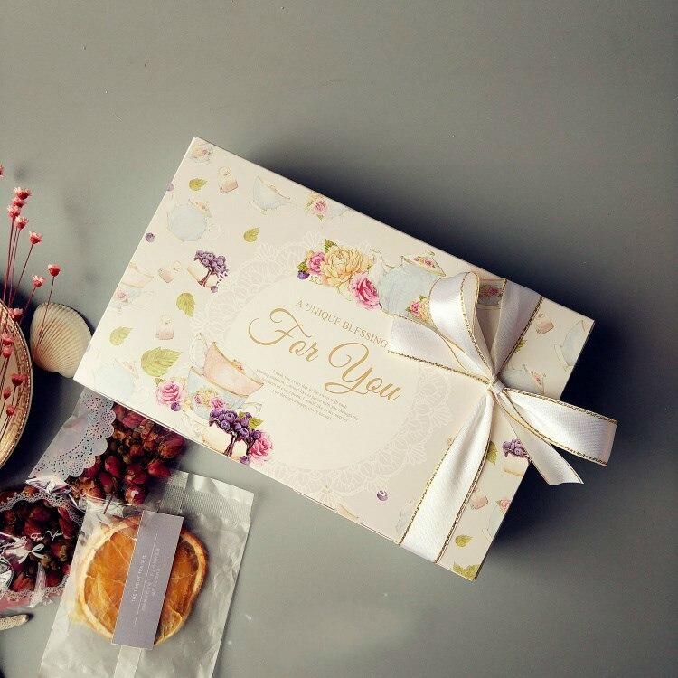 50 pcs Do Vintage Caixa de Presente de Casamento Flor de Papel Kraft Embalagem de Presente de Papel Caixa de Bolo da Festa de Aniversário Maccaron Floral Caixas Do Queque
