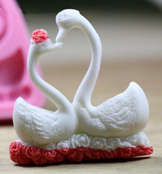 Luyou 1 pcs 2 Swans Cake Mold Silicone Beautiful Swan Shape Fondant Mold Candle Chocolate Sope Moulds Sugar Craft Tools FM031