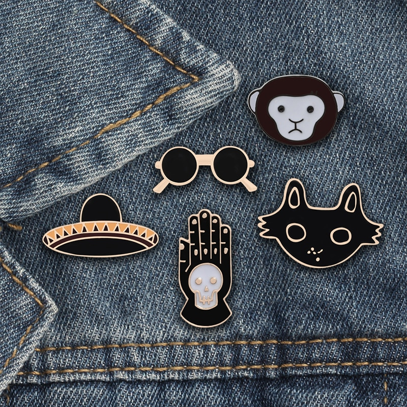 Broches de bruja Punk oscuro mano con calavera gato negro mono gafas UFO esmalte Pin insignias para hombres encanto mujer joyería para sombrero