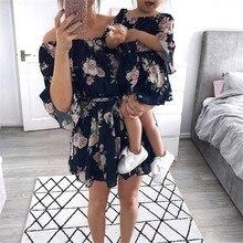 Платье для мамы и дочки; одинаковые комплекты для семьи; платье с цветочным принтом и открытыми плечами; летние женские свободные платья сарафан Одежда