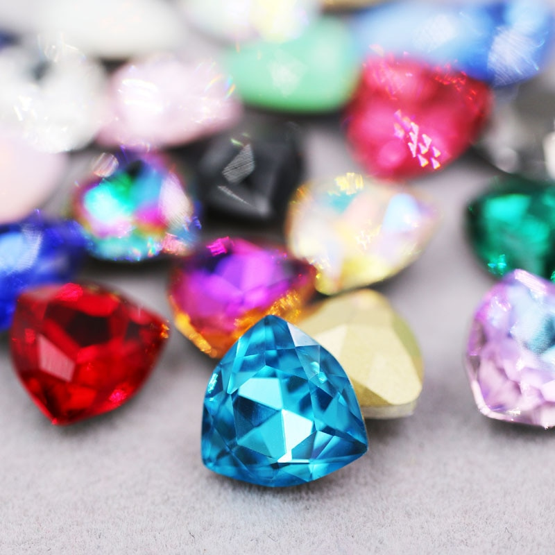 Nueva llegada pegamento de punto en diamantes de imitación de alta calidad cristal crisyal Fat triangle shape strass diy accesorios de ropa