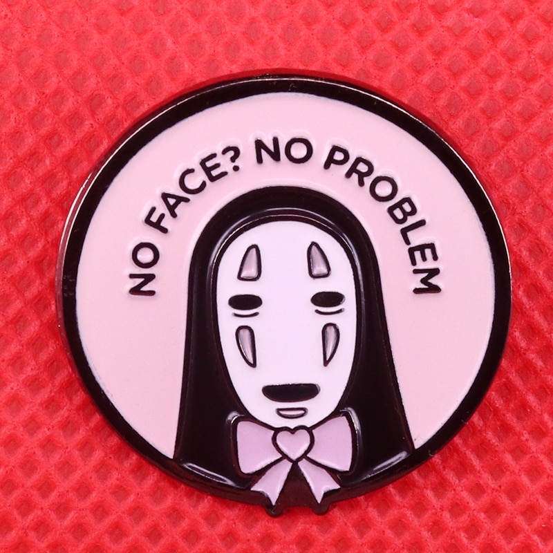 Broche esmaltado sin cara, broche de corazón Rosado, insignia de lazo Hayao Miyazaki, joyas de anime, lindos Pines, regalo, accesorio de Halloween