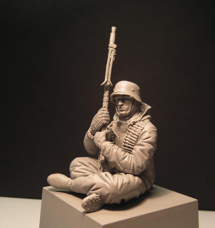 1/16 Scale Resin Figure  MG Gunner Sitting 120mm (no base)