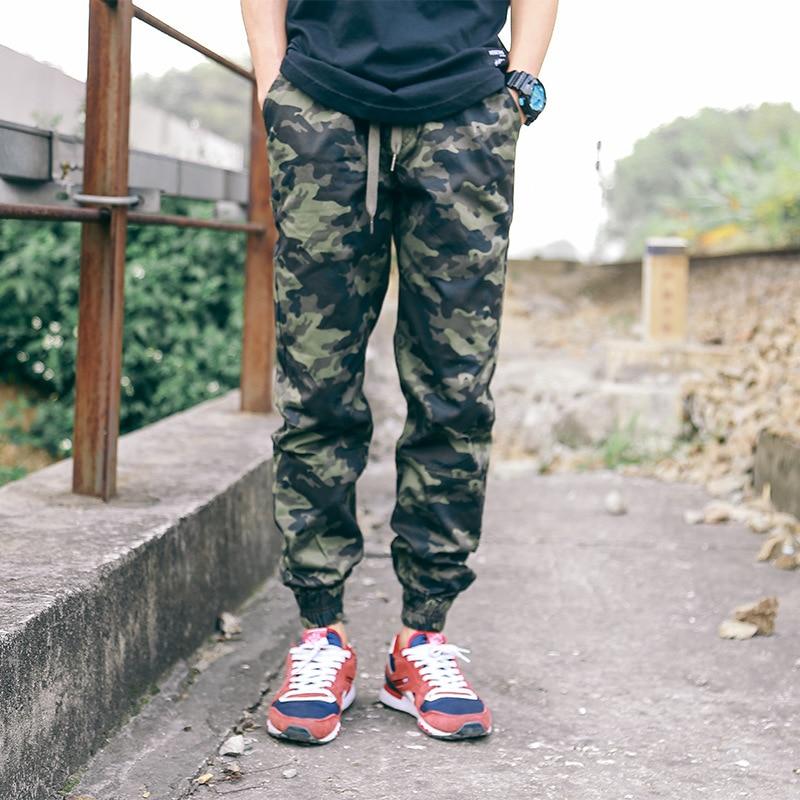 Moda Pantalones hombres otoño casual Harem pantalones hombres 2018 camuflaje militar pantalones sueltos ligeros Cargo pantalones chándal