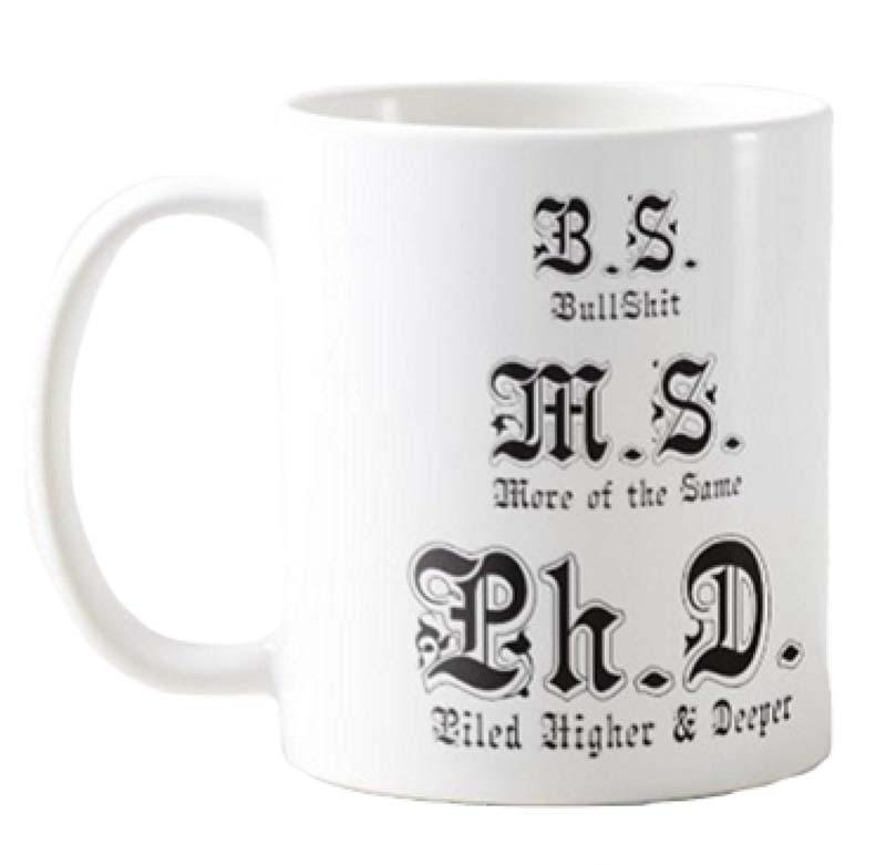 Divertida taza de café PhD, apilada más alta y más profunda, para la Escuela de Posgrado Ph.D. M.S. B. S. Copa Doctoral perfecta para ir con tu Gr