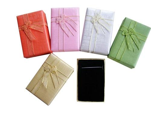 Paquete de collar al por mayor 60 unids/lote 8,5*5,3*2,5 CM colgante joyería embalaje conjunto de Cajas de Regalo con banda elástica de mariposa