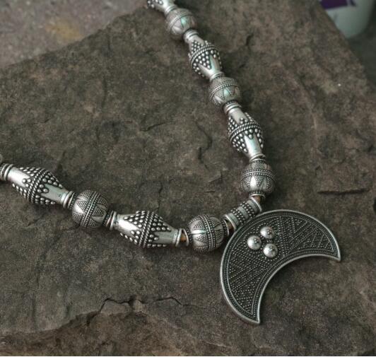 Koraliki ze stopu Lanseis z księżycem Viking ubrania do biżuterii dla przystojnych mężczyzn, Viking Boob Bling wisiorek słowiańska Lunula dla kobiet biżuteria