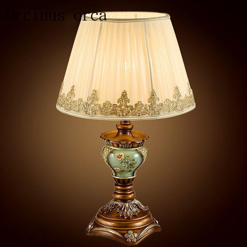 Европейский стиль ретро Резьба настольная лампа комната спальня прикроватная Американский Загородный сад искусство декоративная настольная лампа из полимерного материала