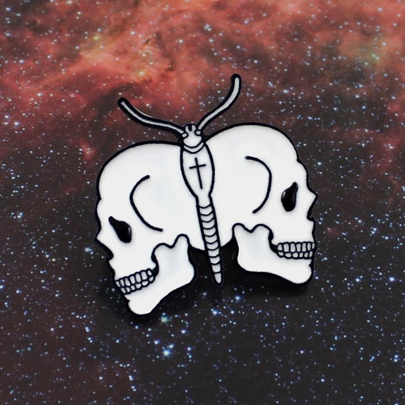 Broche de esqueleto de mariposa blanca, Libélula, dos Calaveras, pasadores de esmalte cruzado, insignia de cuero de mezclilla, Joyería de Halloween regalos para amigos