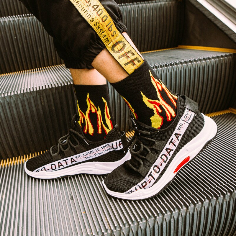 Männer Mode Hip-Hop Hit Farbe auf Feuer Crew Socken Rot Flamme Blaze Power Taschenlampe Heißer Skateboard Mitte Rohr Socken