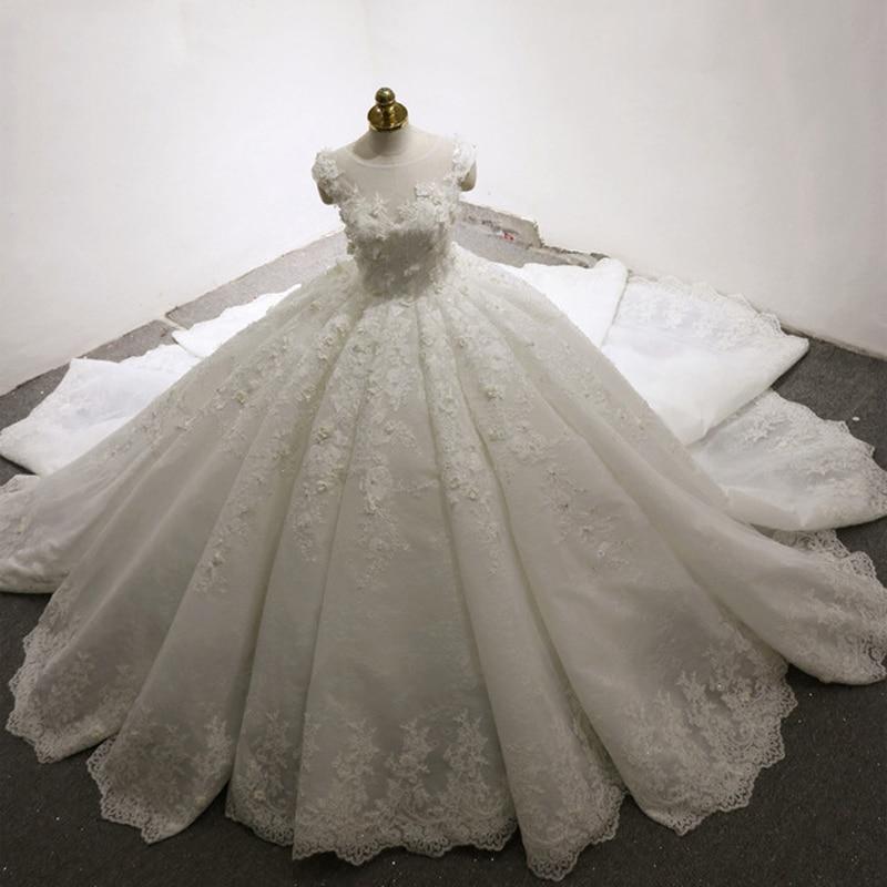 Gorgeous Dubai Arabic Wedding Gowns 2018 Ball Gown Vestido de novia Sheer Neck Appliqued Long Train Bride Dress Bridal mariage