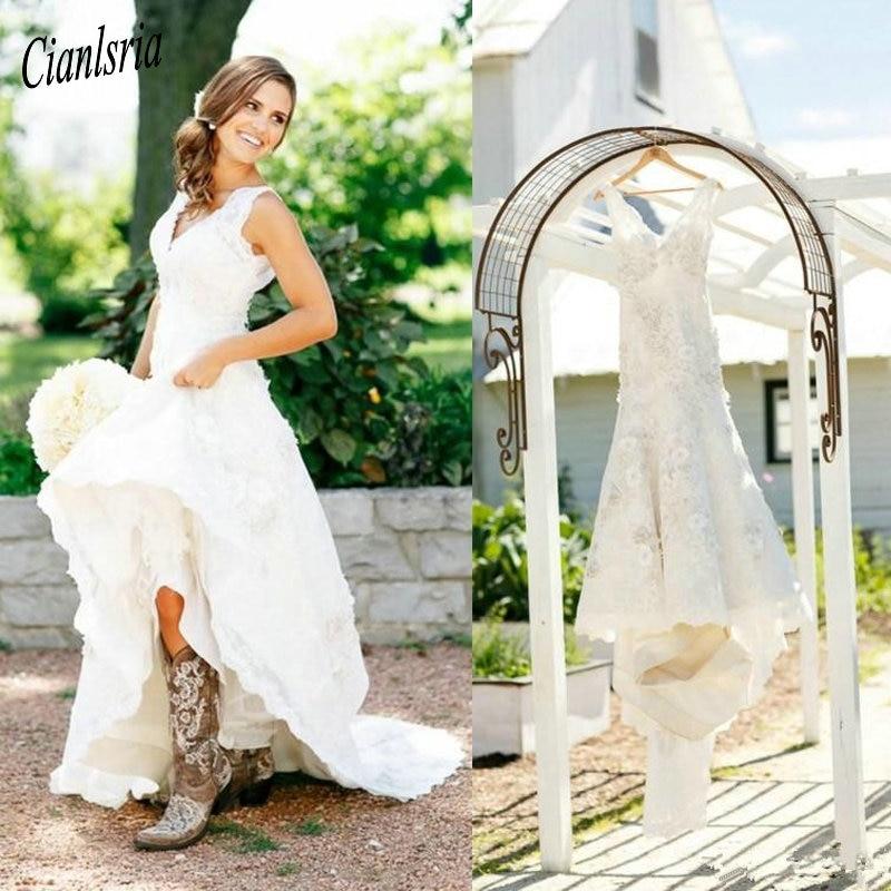 2020 botas de Cowgirl rústicas vestidos de novia de encaje Boho v-cuello flores campo vestido de novia cuello pico vestidos de boda bohemios hecho a medida