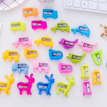 Lote de 4 unidades de sacapuntas de dibujos animados Kawaii, Cortador Manual de plástico con forma de Animal, cuchillo para regalo de oficina, estilo de estudiante escolar opcional