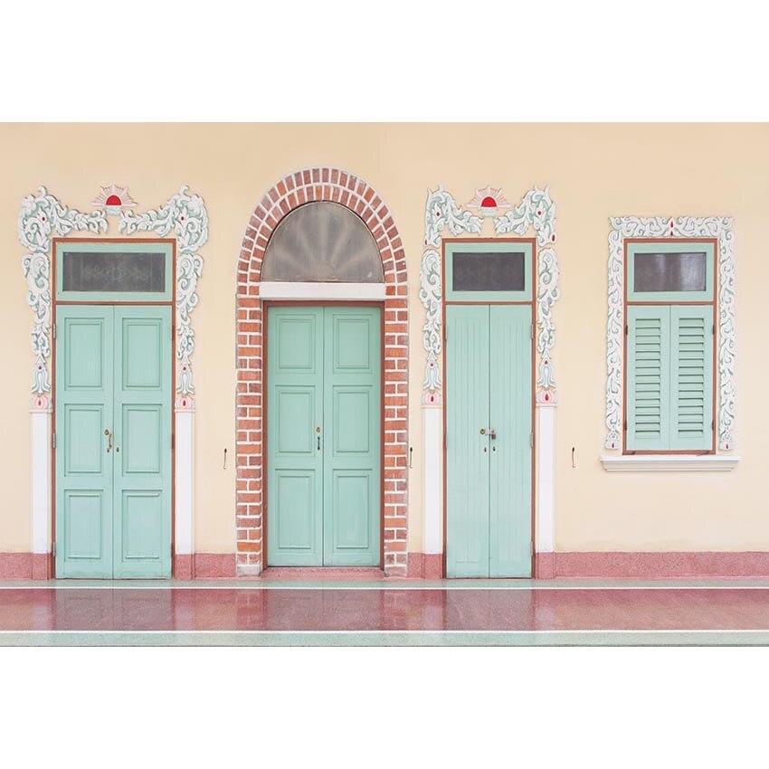 Fondo fotográfico de pared amarilla con piso rojo con puertas azul y ladrillo diseño azul y blanco para cabina de estudio fotográfico