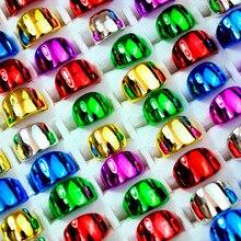 100 pièces Lot Glisten couleurs mélangées plastique placage couleur anneaux pour enfants garçons filles mode enfants bijoux Lots LR4046