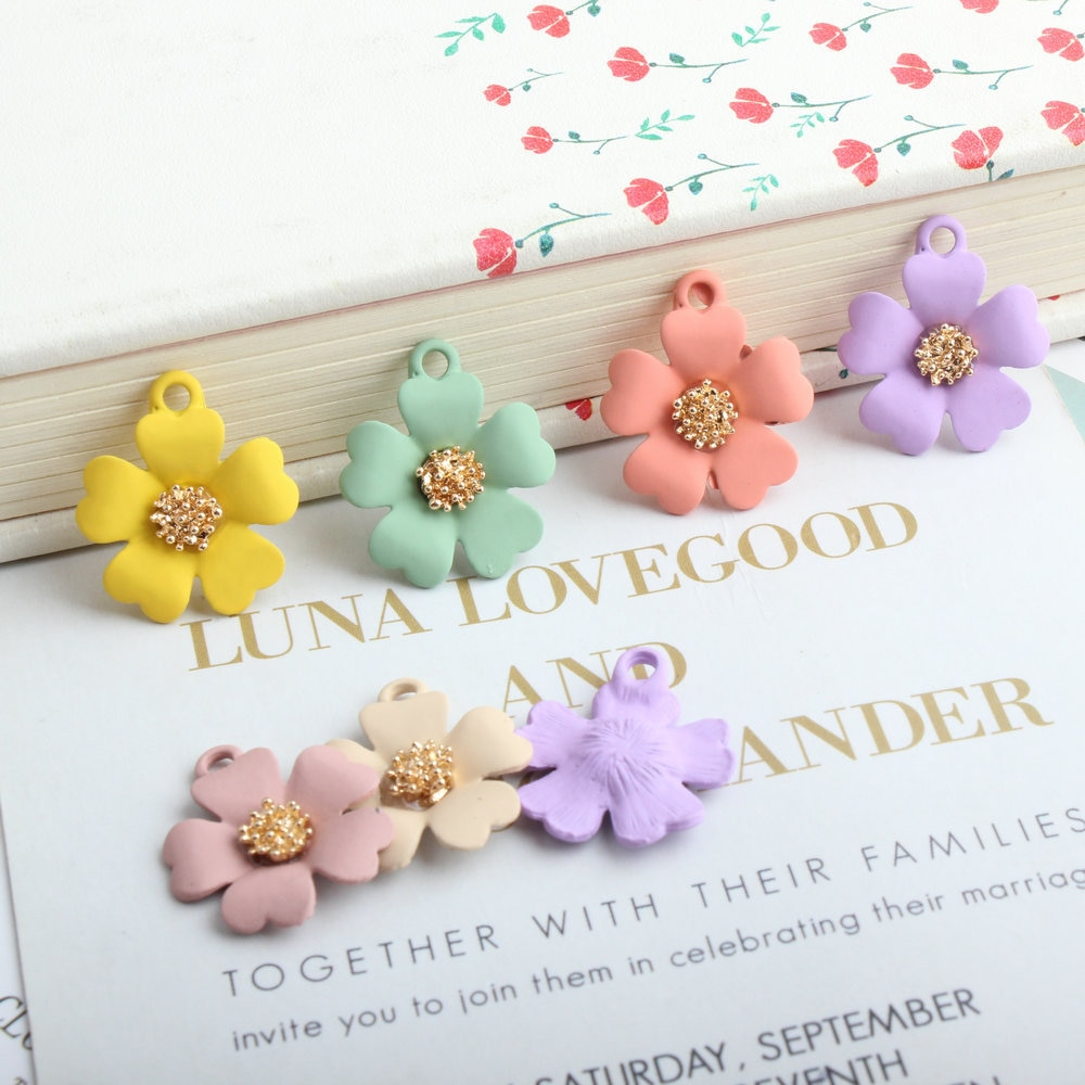 10 Uds de moda de cinco pétalos de flores esmaltadas colgantes para joyería hacer pulsera/collar/pendientes joyería de moda accesorios para mujer