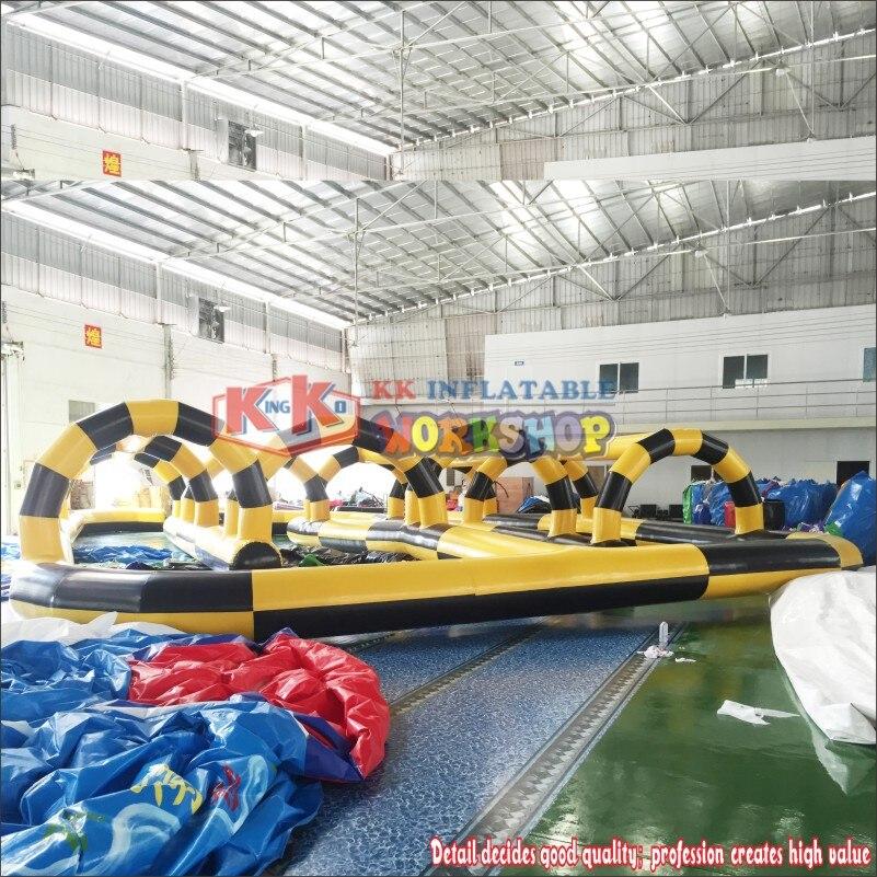 ملعب مدرسي قابل للنفخ ، مسار سباق هوائي ، سيارات