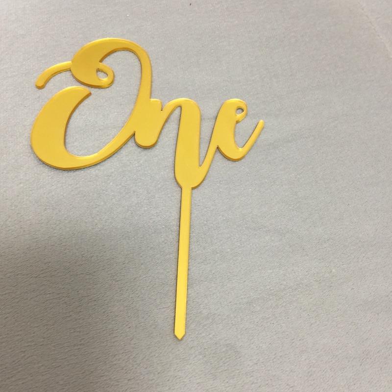 Un adorno de número para torta, oro, acrílico, un adorno para pastel