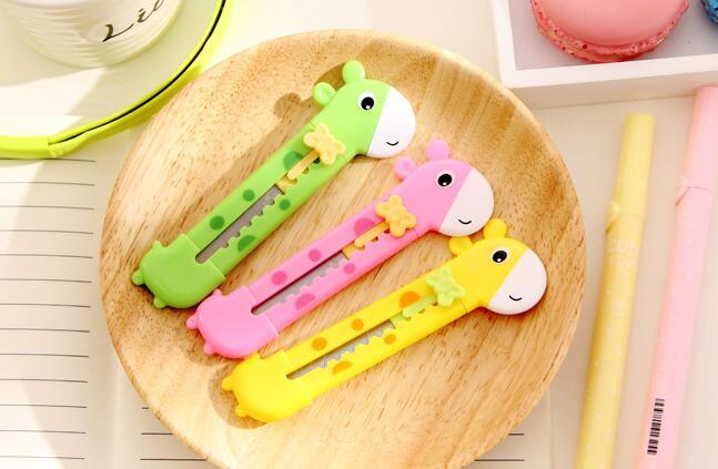 3 unids/lote, Mini Cortador Manual de jirafa para niños, lindo abrelatas cortadores con forma de letras, Mini cuchilla para cortadora de papel