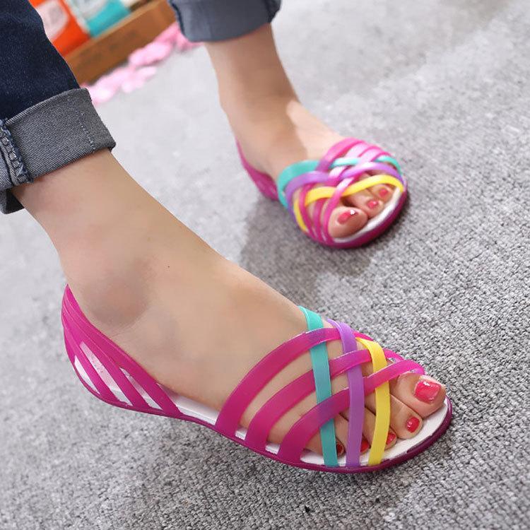 Sandalias de mujer 2020, novedad de verano, de Color caramelo zapatos de mujer, zapatos de playa con punta abierta, zapatos planos de gelatina de San Valentín con zuecos de arcoíris para mujer