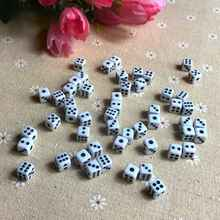 50 pièces/lot dés 8mm en plastique blanc jeu dés Cubes Standard Six côtés Decider Parties jeu de société Dados Dobbelstenen en gros