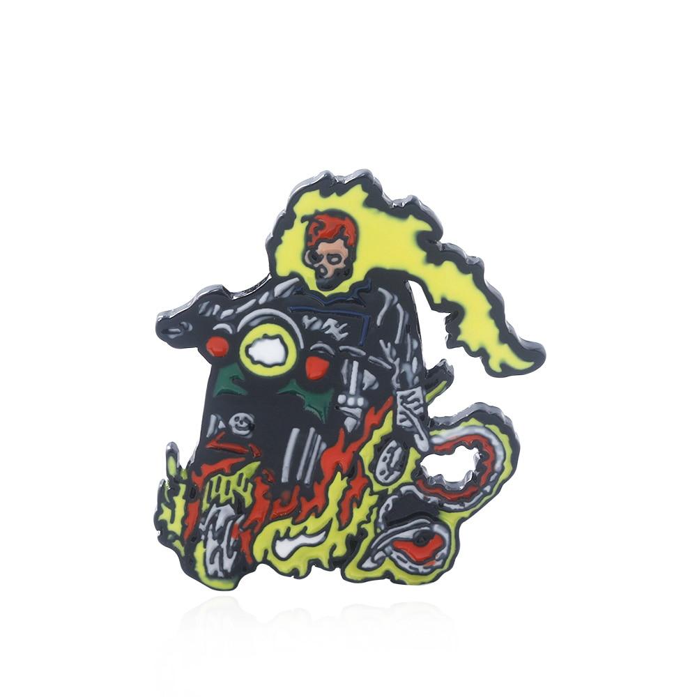 Ghost rider com motocicleta esmalte pinos broches super-herói thor batman crânio emblema feminino lapela pino denim camisa presente