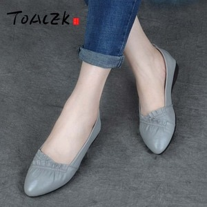 Leather flat shoes Korean version of the pointed single shoes ladies soft bottom mother shoes autumn art shallow mouth shoes