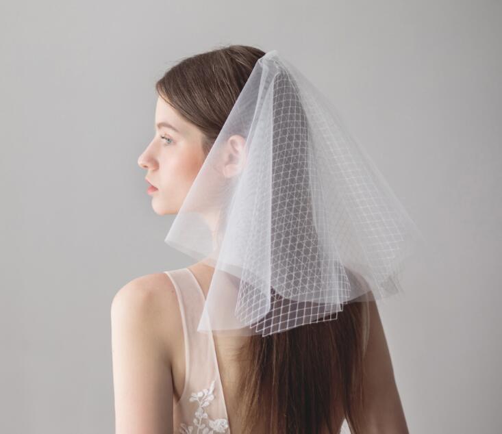 MissRDress Elegante curto nupcial do casamento veils duas camadas com combe véu branco para festa de casamento tulle veil JKm7