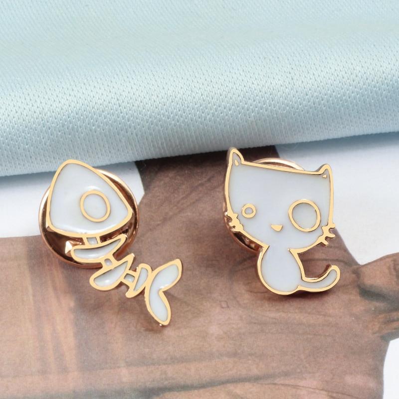 2pcs/set Cute Kitten Cat Fish Bones Brooch White Animals Enamel Pins Women Denim Jackets Lapel Pin Badges Jewelry Gifts for Kids