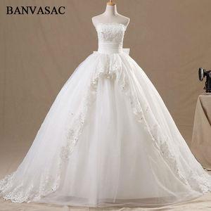 BANVASAC 2017 новые элегантные свадебные платья без бретелек с вышивкой и бантом атласные платья без рукавов со шлейфом и кристаллами свадебные б...