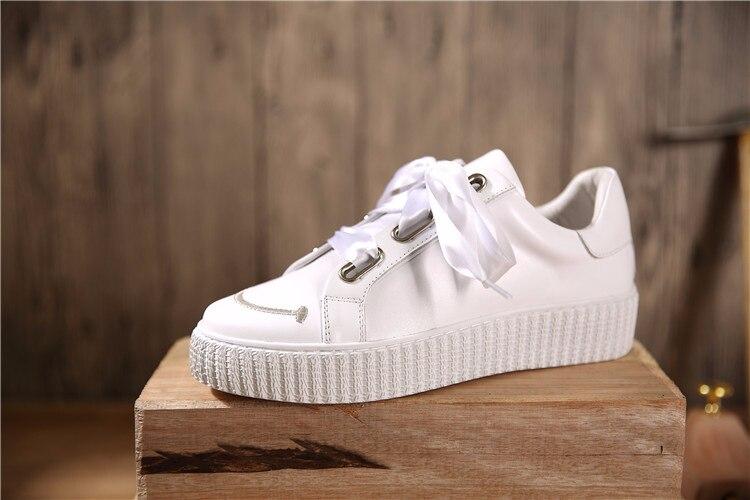 Envío Gratis, zapatos blancos suaves de piel auténtica con punta redonda, zapatos de estilo británico, zapatillas para mujer, zapatos con agujeros cuadrados para zapatos