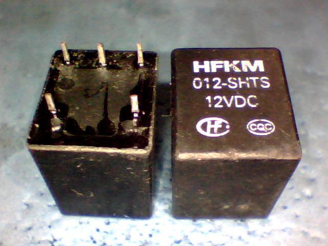 Relés HFKM 012-SHTS 12VDC 4117-2A