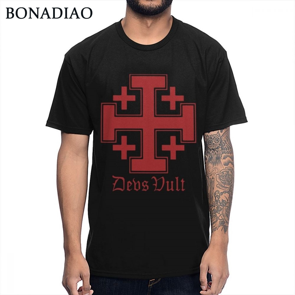 Vintage Deus Vult Cross Crusades Camiseta Hombre clásico Knightfall caballeros templario camiseta de gran tamaño Homme camiseta