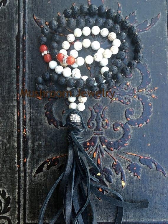 Collar bohemio de borla de cuero de imitación de roca de Lava y Coral rojo anudado a mano